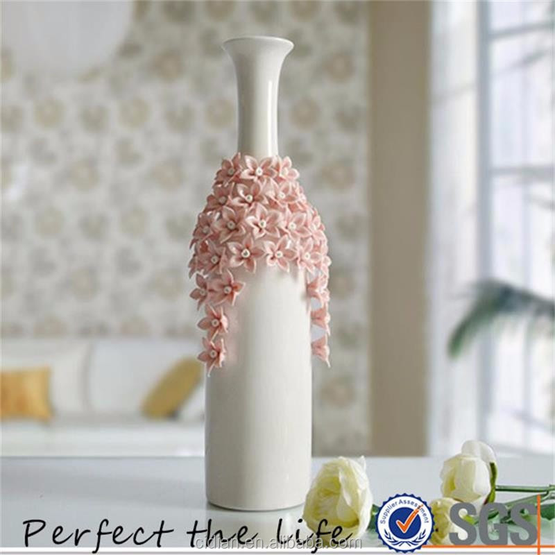 Creative White Ceramic Flower Vase for Home Decor with Beautiful Flower Designed