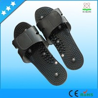 Electronic vibrating foot massage shoes