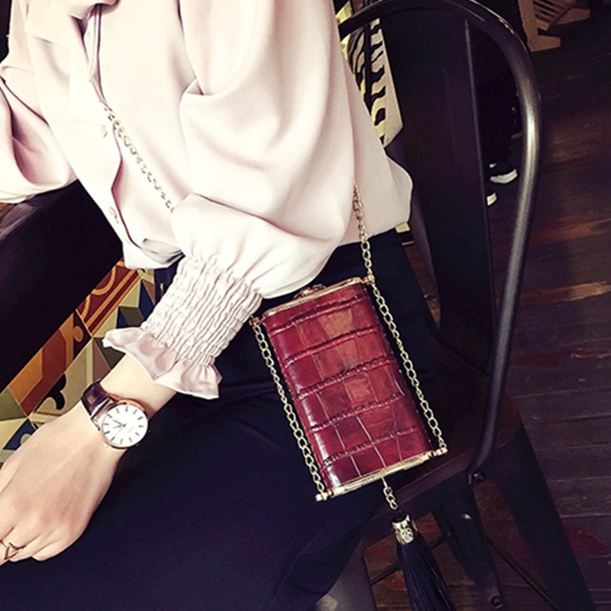 Mini chain <strong>shoulder</strong> of the new fashion handbag tassel single edition crocodile grain cell phone package inclined <strong>shoulder</strong> bag