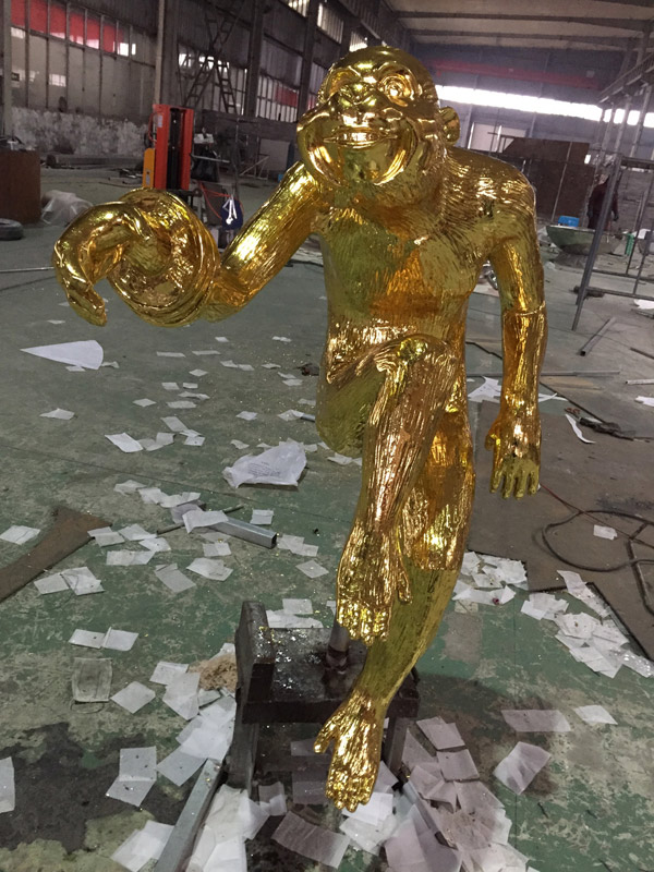 Gold leaves casting bronze monkey statue for Macao shopping mall