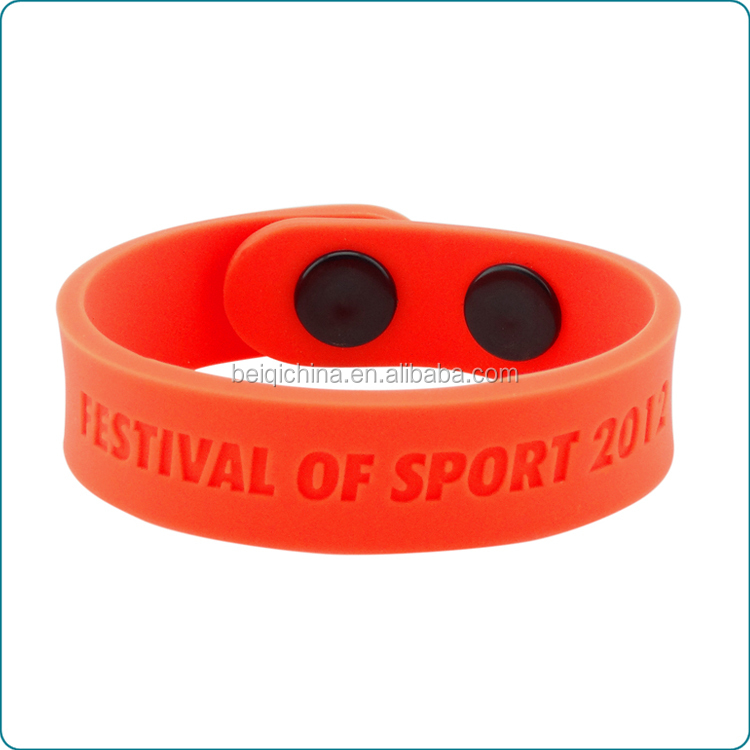 Customised silicone wristband with buttons,customised silicone bracelet