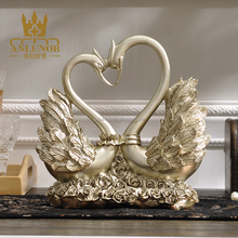 High Quality Romantic Resin Craft Swan Statue Marry Couple Polyresin Swan Tabletop Sculpture Wedding Decoration