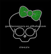 Cute skull with bow Iron On Diamante Rhinestone Crystal Transfer for T-shirt