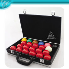 "Deluxe 2-1/16"" Snooker Ball Set with leathertte carrying case"