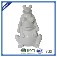 cheap poly resin 2 frogs pyramid Figurine