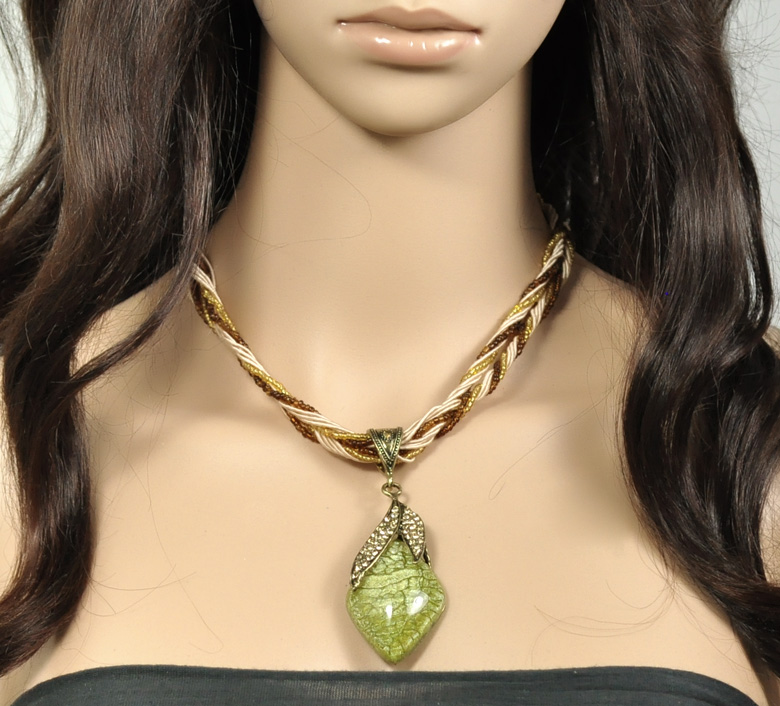 1PC Mysterious Rhinestone Olive Green Stone Cabochon Leaf Pendant Necklace 43cm