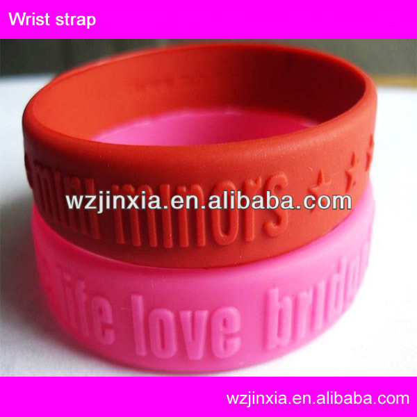 2017 rubber band bracelet maker, hot selling engraved logo silicone bracelet