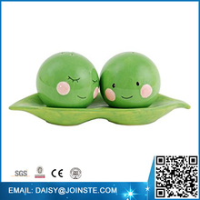 pea in a pod decorations,Green peas Ceramic Magnetic Salt and Pepper Shakers,Custom salt and pepper shaker set