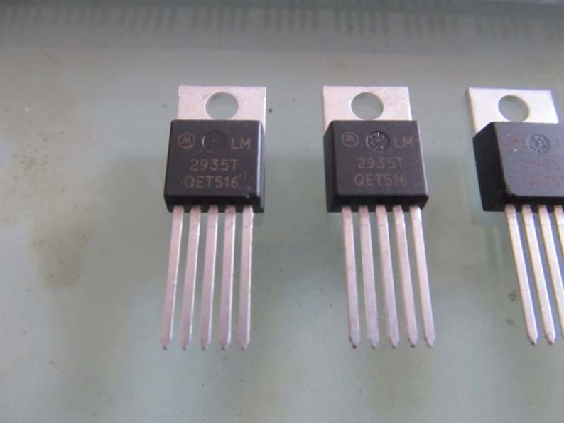 Components IC, Ic Chips original l7805cv , stainless steel tweezers