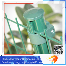 Durable Easy installation short garden fence vinyl coated livestock metal fence panels cvrved fence