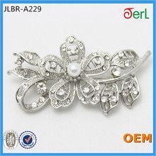 Fashion Design Flower Shape Alloy Rhinestone Brooch for Women Cloth Decoration