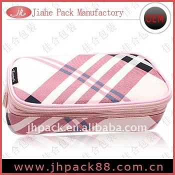 Fashionable cosmetic bag