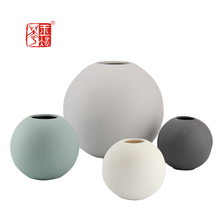 Unique Round Ball Shape Ceramic Flower Vases , Elegant Modern Design Centerpiece Vase For Christmas Wedding Party Home Decor