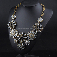 Black Color New Vintage Luxury Choker Gold Metal Chain with Crystal Flowers Pendant Statement Necklace for Dress