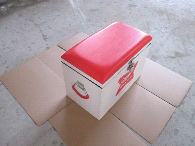 Retro metal cooler box with pu lid
