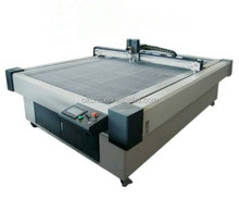 Flashcut, flatbed cutting machine with knife vibrations cutting tools