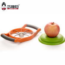 2017 new design fashion apple corer slicer apple cutter with stable base
