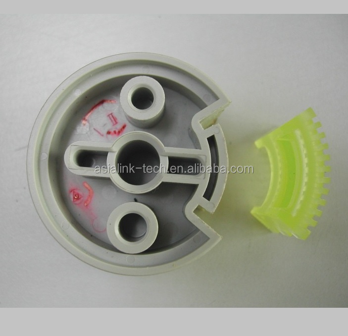White color custom Chinese lower price of Plastic injection POM material Hub roller