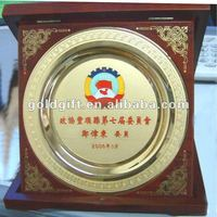 metal souvenir plate with wood box
