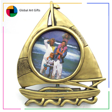 latest funny design of custom metal boat shape carved gold photo frame