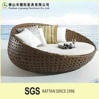 Wholesale modern outdoor lightweight lounge chair plastic sun bed beach round sun bed