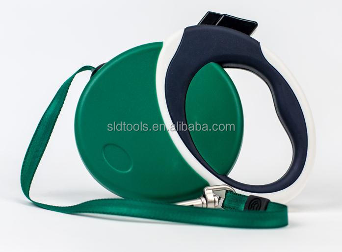 extends up to 23 feet retractable dog leash