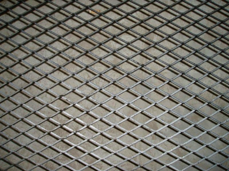 Diamond pattern wire mesh raised expanded metal
