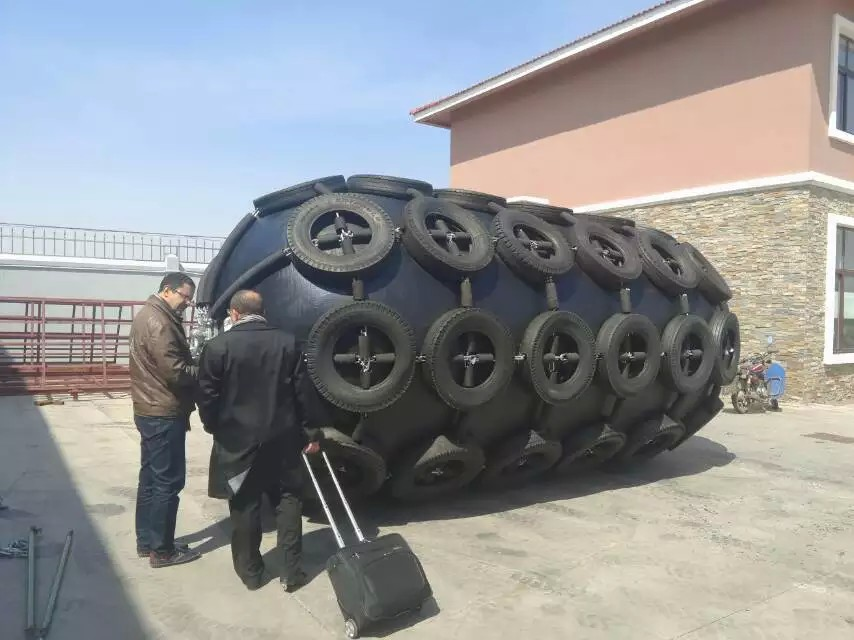 Marine Pneumatic Rubber Fender with Galvanized Chain and Tire Made in China