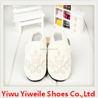 Embroidered with all kinds of animals and beautiful pattern safety leather toddler kid shoes