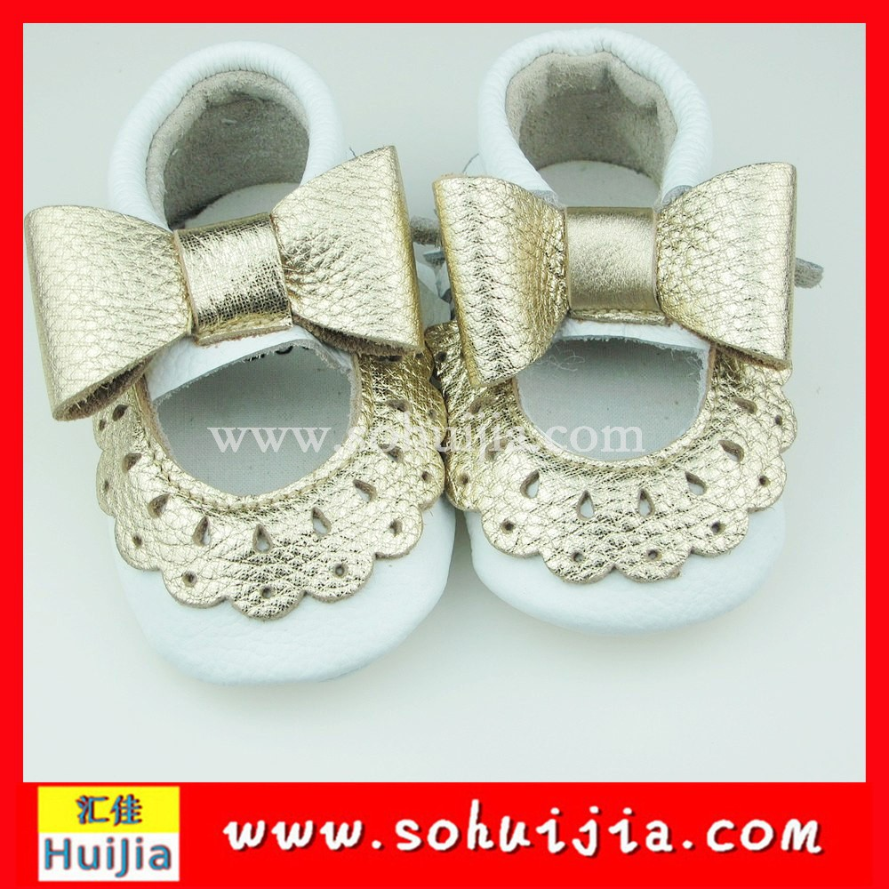 Factory hot selling cheapest white and gold lace bow moccasins dance shoes manufacturers china for baby