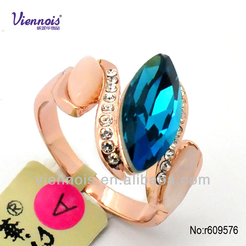 Character sliver big neelam stone ring designs for wedding