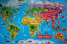Laminated paper world map magnetic jigsaw puzzle mat
