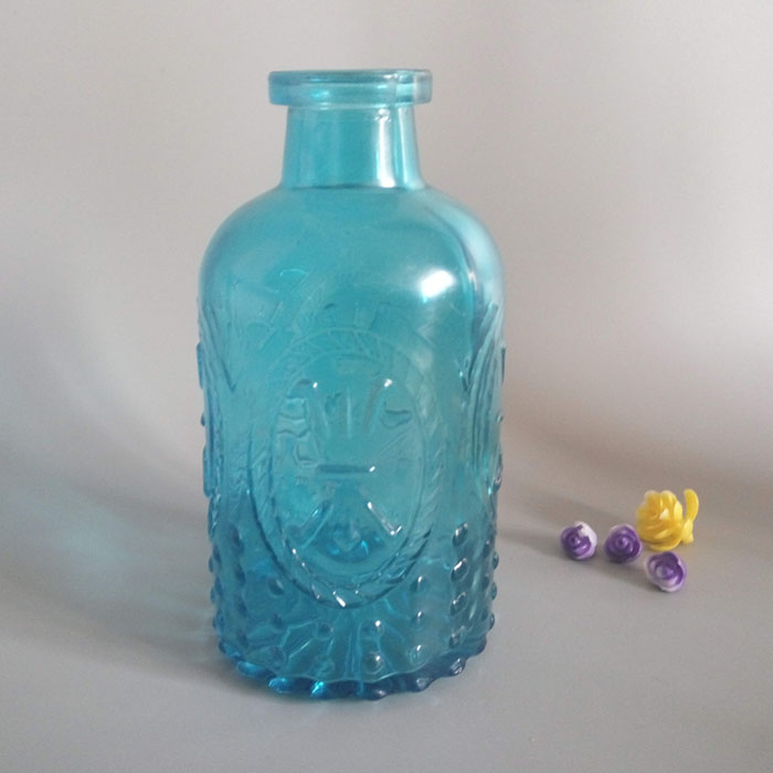 Wholesale Machine Made Bud Vase Blue Color Different Types Glass