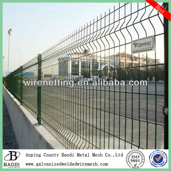 green bended welded powder coated wire mesh fence