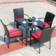 Classic Style Outdoor Rattan Table and Chairs Glass Top Dining Table Set Synthetic Rattan Dining Table and Chair