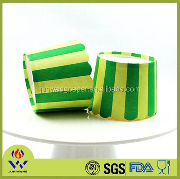 Disposable paper food container for baking