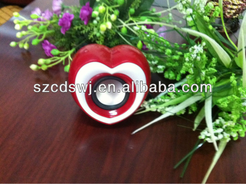 2013 new design USB hot heart gadget speaker with volume control for multimedia player