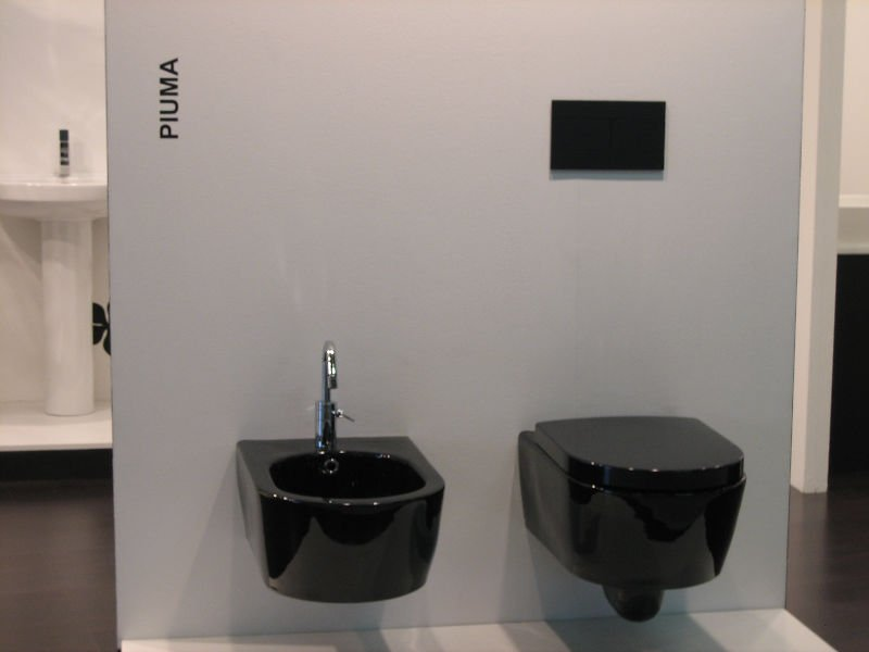 Piuma wall hung toilet and bidet