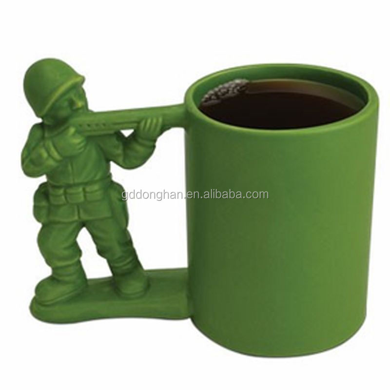 Alibaba china manufacturer new product high quality ceramic personalized mugs with soldier handle