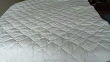 100% cotton white diamond pattern Quilted Mattress Protector