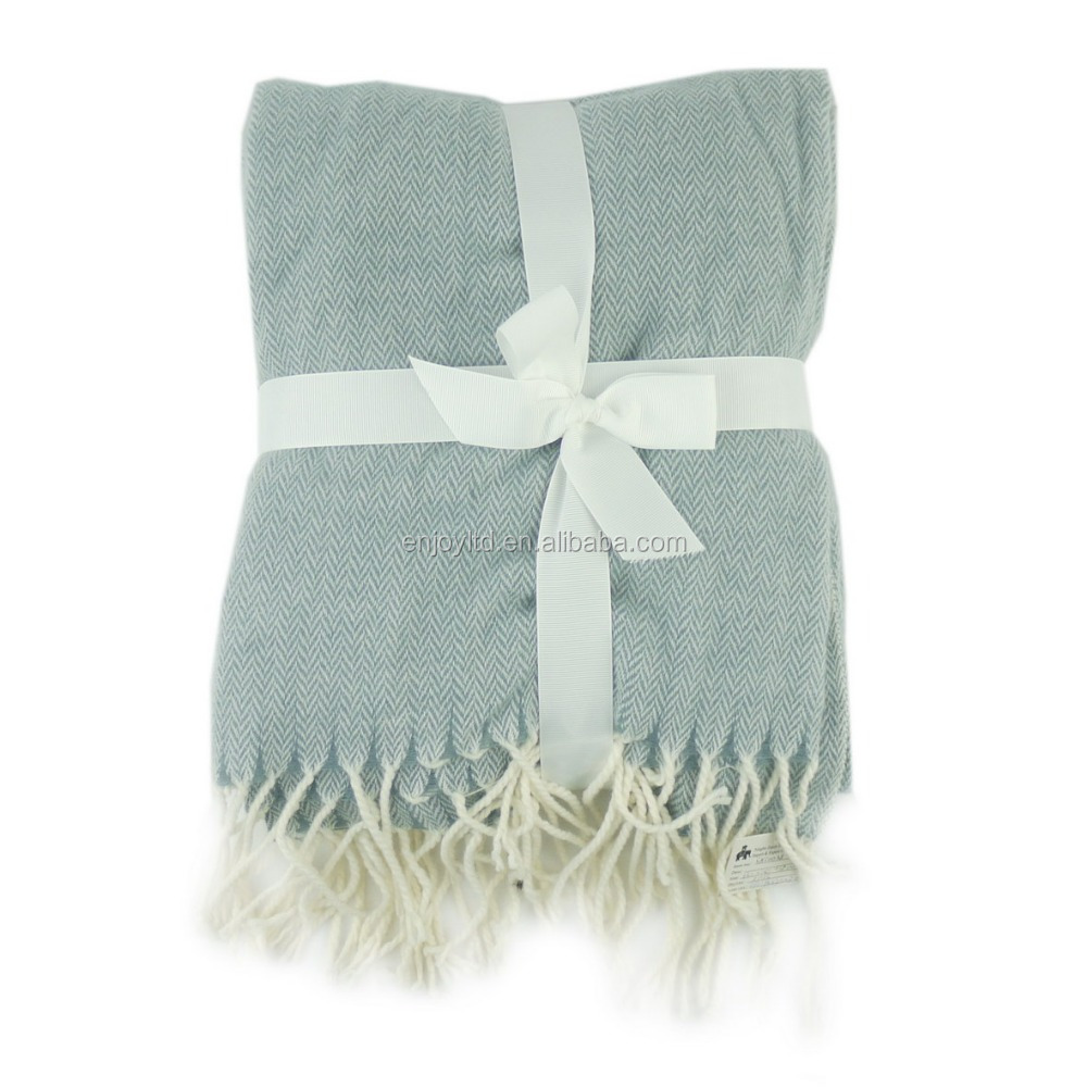 Wholesale Comfortable best quality 100 Acrylic blanket with tassel