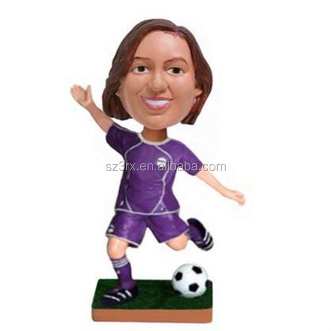 Custom make football super star action figure/bobble head soccer player figure toys/OEM resin football player figurines