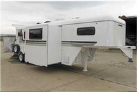 horse trailer with slideout from China