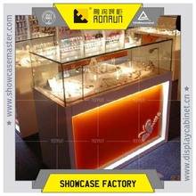 2017 New design jewellery shop decoration warm led light glass display jewelry showcases