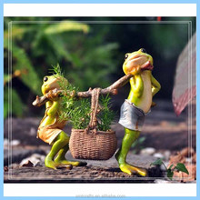 Resin Frog Carrying Basket Flower Pot, Resin Miniature Desk Decoration Figure
