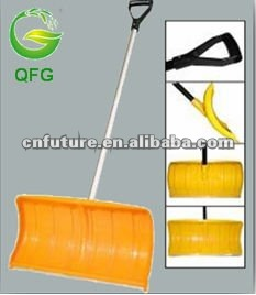 2013 new selling ABS snow shovel with wood handle/plastic snow shovel
