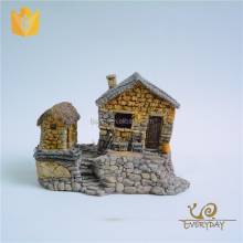 Promotion Wholesale Resin Solar Miniature Village Garden House Figurines for Sale