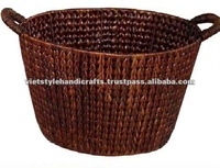 Oval basket with handle