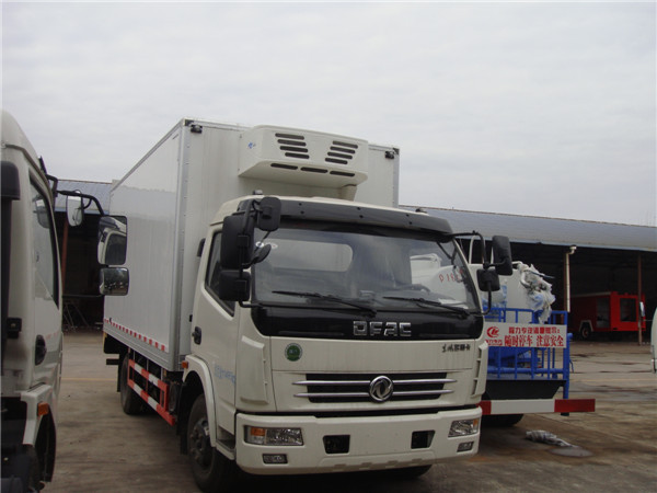 5 tons 6 wheels Dongfeng 120hp freezer container