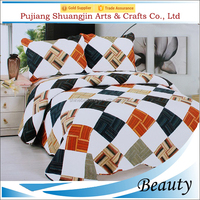 Modern style high quality polyester fabric diamond printed patchwork quilt with pillowcases